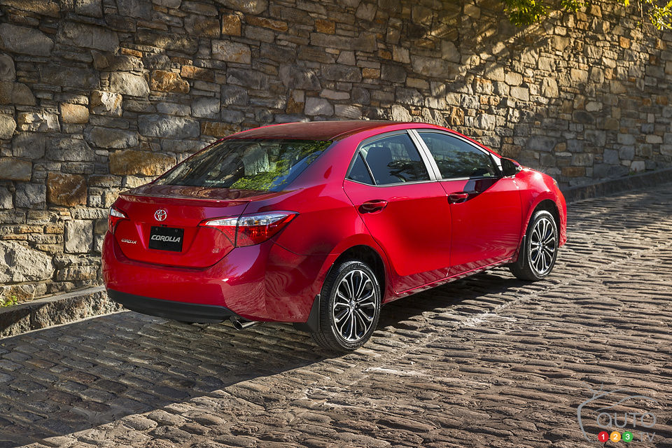 2014 toyota corolla s review editor 39 s review car reviews auto123. Black Bedroom Furniture Sets. Home Design Ideas