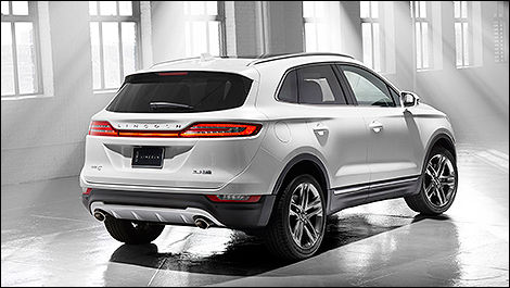 2015 Lincoln MKC rear 3/4 view