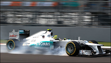 F1 Nico Rosberg Mercedes front wheel lock up