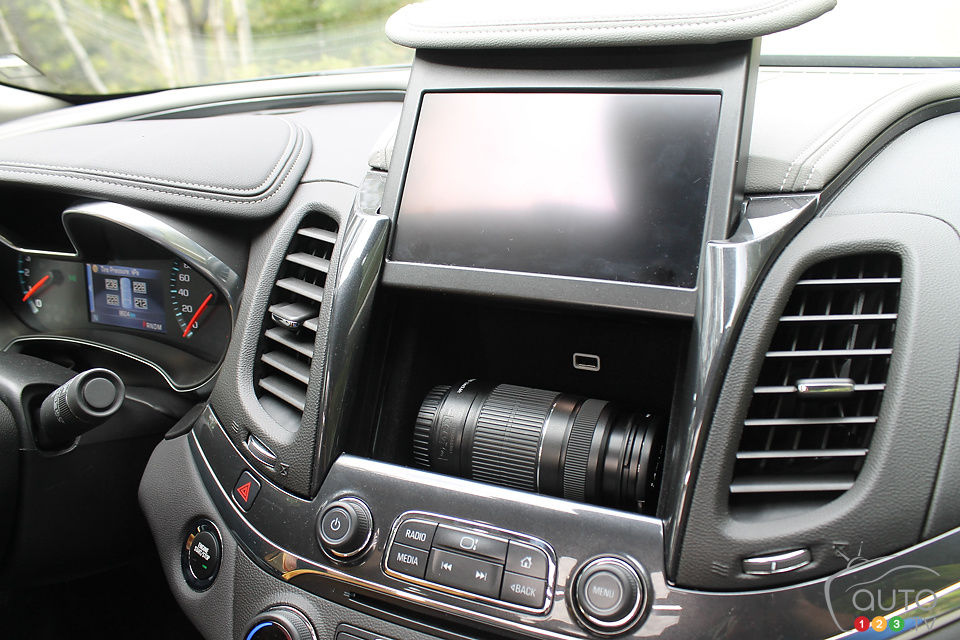 2014 chevrolet impala ltz review editor 39 s review car reviews auto123. Black Bedroom Furniture Sets. Home Design Ideas