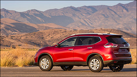 2014 Nissan Rogue SV AWD Rear 3/4 View