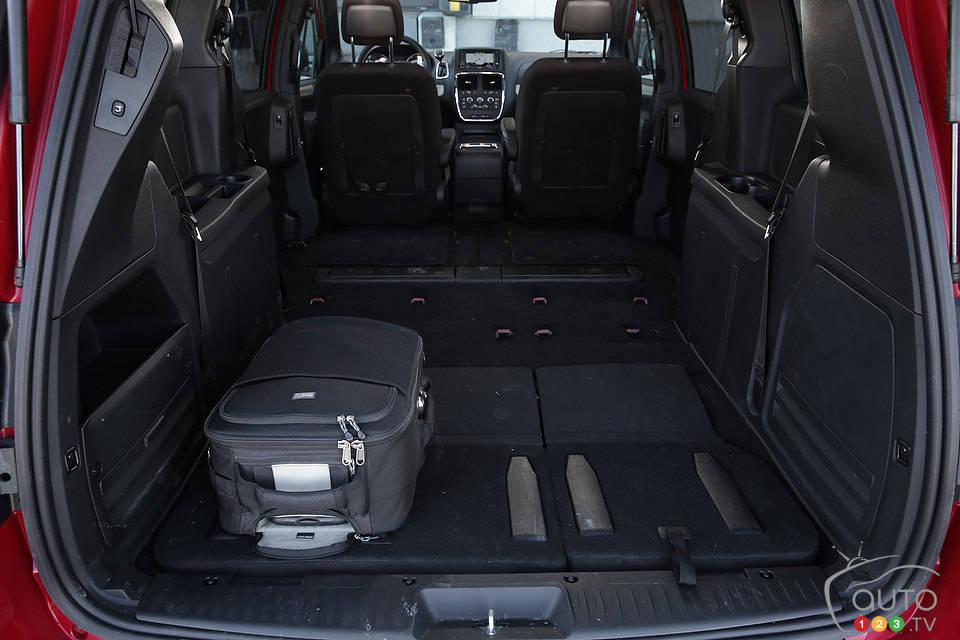 2014 Dodge Grand Caravan SXT Blacktop Review Editor's Review | Car News | Auto123