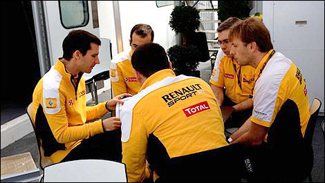 F1 Renault engineers