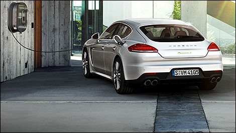 Porsche cuts Panamera S E-Hybrid price for 2015