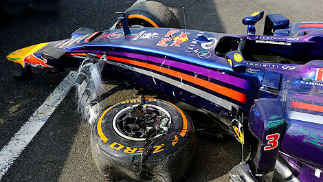 F1 Daniel Ricciardo Red Bull crash Japan