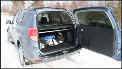 essai toyota rav4 v6 sport 2007 essai routier actualit s automobile auto123. Black Bedroom Furniture Sets. Home Design Ideas