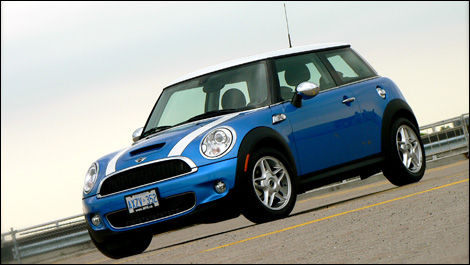 2007 mini cooper s road test editor 39 s review car reviews auto123. Black Bedroom Furniture Sets. Home Design Ideas