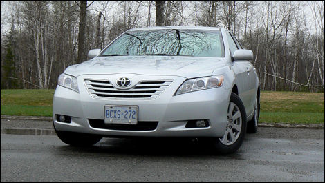 2009 Toyota Camry XLE V6 Review (video)