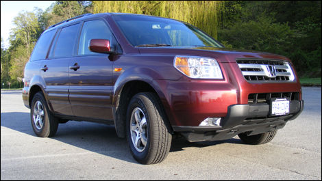The Pilot Is Hondau0027s Mid Size 8 Seat Crossover SUV.