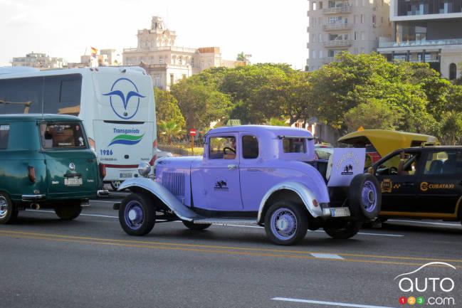 La plupart des vieilles Ford des années trente de Cuba sont des répliques en fibre de verre sur plateforme de Volkswagen. Mais pas ce taxi. Il s'agit d'un véritable coupé Model A de 1930 avec « rumble seat »!