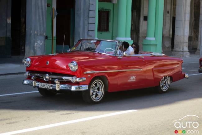 Ce cabriolet Ford 1952 vu au Parque Central était original. Ce n'était pas une version à toit coupé!