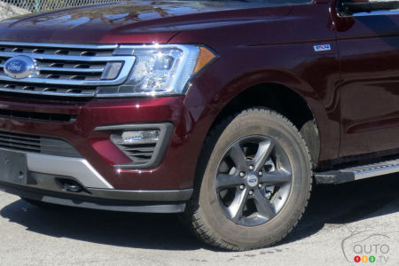 Photo of the Ford Expedition the tires were mounted on.