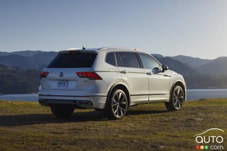 2022 Volkswagen Tiguan, three-quarters rear