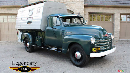 1952 Chevrolet 3800, three-quarters front