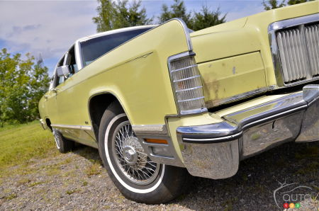 1975 Lincoln Town Car Continental, front wheel