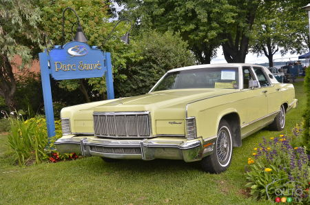 1975 Lincoln Town Car Continental, three-quarters front