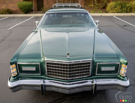 1978 Ford Country Squire, hood