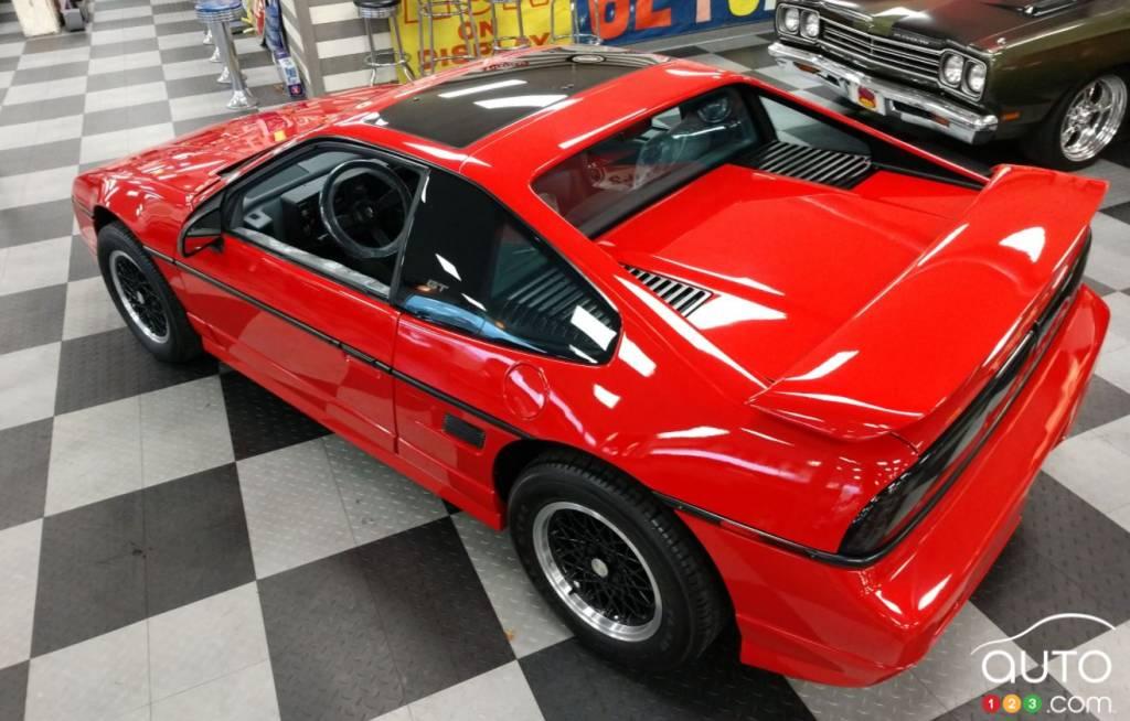 Pontiac Fiero 1988, de haut