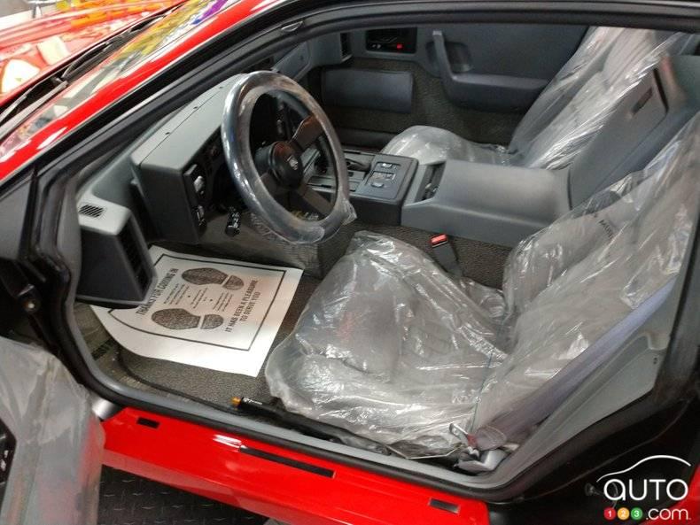 Pontiac Fiero 1988, intérieur
