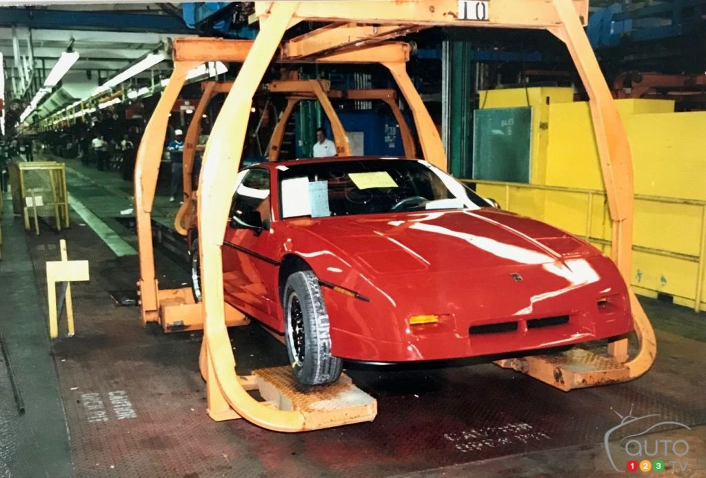 Pontiac Fiero 1988, sur la chaîne de montage en 1988