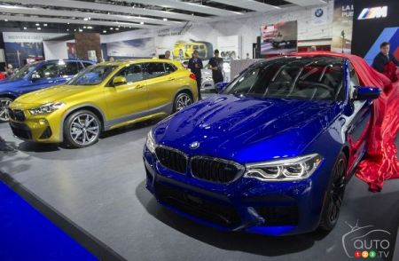 The new 2018 BMW M5 (in blue)