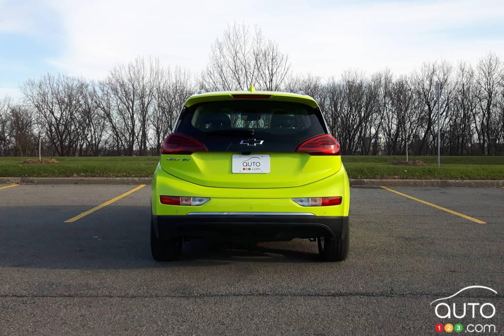 Une Chevrolet Bolt, stationnée (gratis)