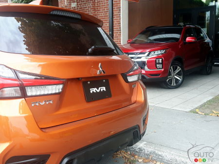 2020 Mitsubishi RVR, red and orange