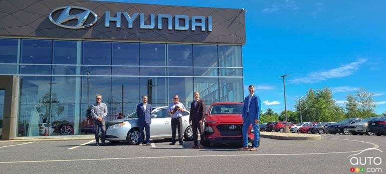 L'équipe de Hyundai Granby, avec Jonathan Roy et son Elantra 2008 à 1 million de kilomètres