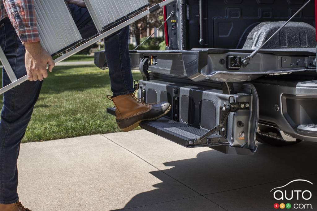 Les marches du hayon du Chevrolet Silverado 2021