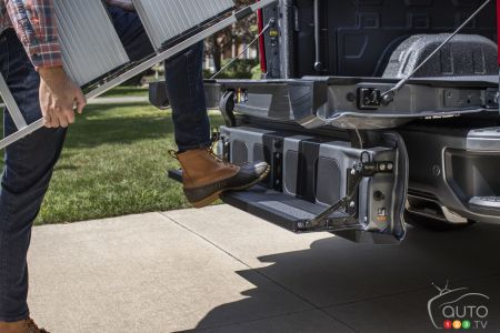 Steps on the tailgate of the 2021 Chevrolet Silverado