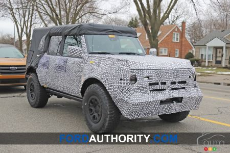 2021 Ford Bronco, three-quarters front