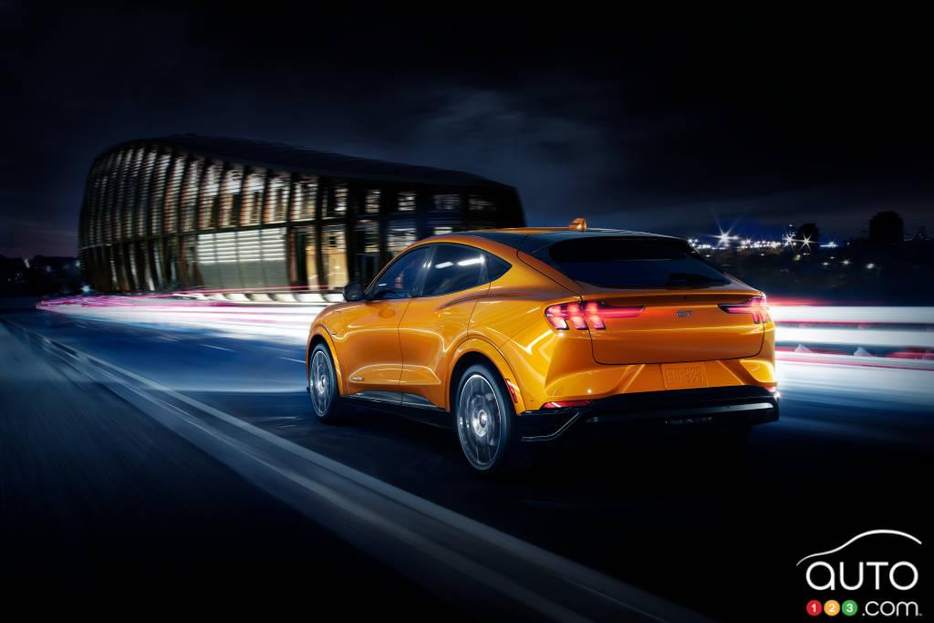 Ford Mustang Mach-E 2021, en cyber orange