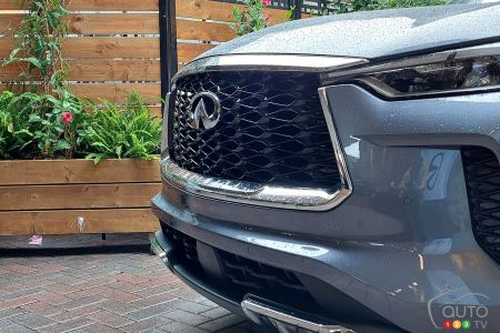 2022 Infiniti QX60, front grille