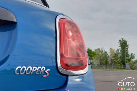 2022 Mini Cooper S 5-door, badging, rear light