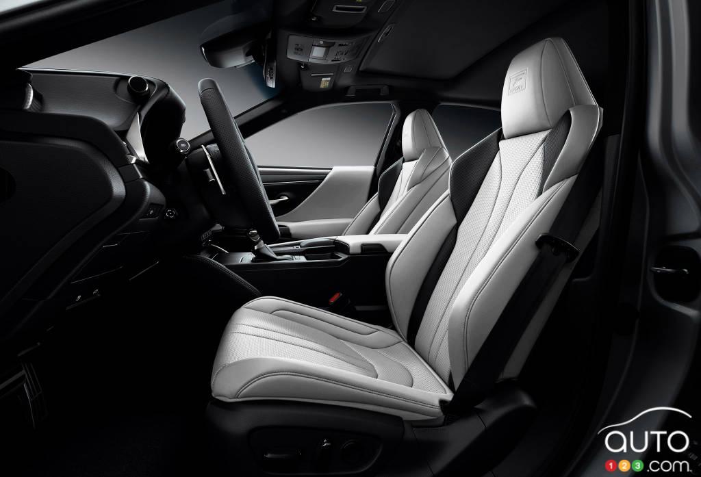 Lexus ES, première rangée de sièges