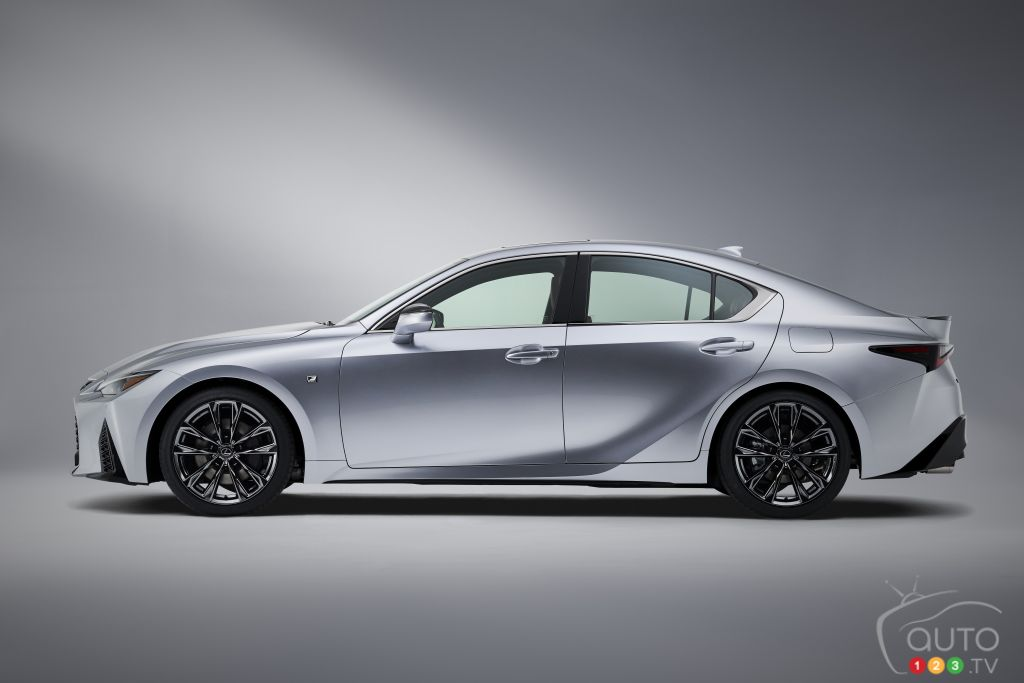 Lexus IS F-Sport 2021, profil