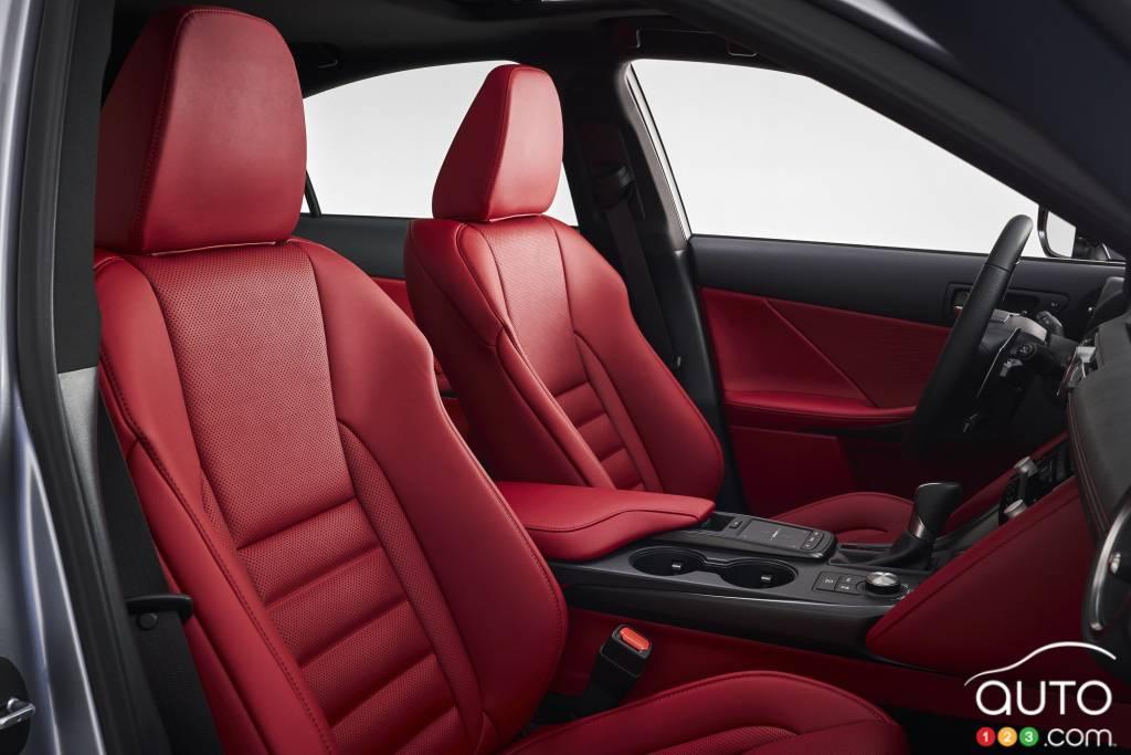Lexus IS F-Sport 2021, première rangée