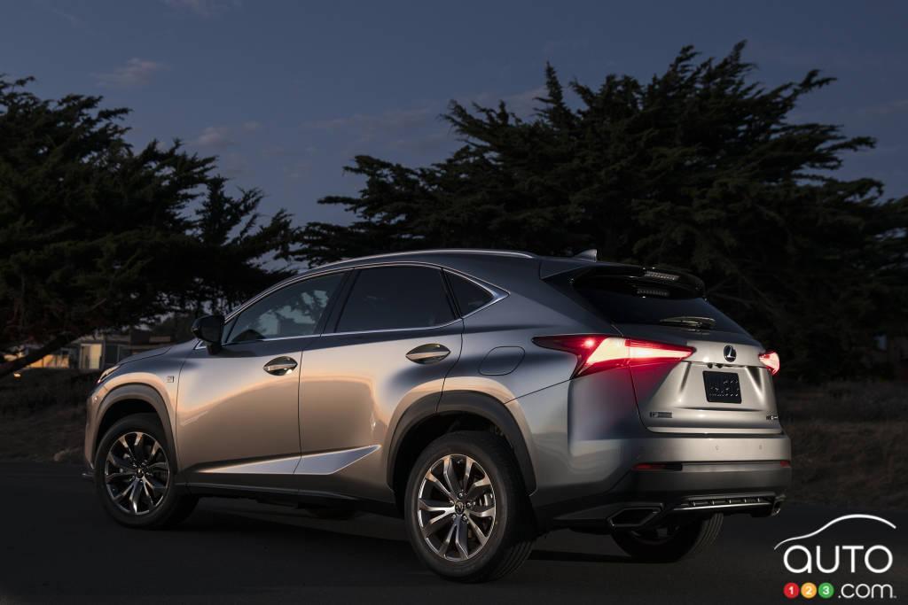 Lexus NX 2021, trois quarts arrière