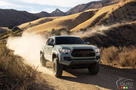 2022 Toyota Tacoma Trail, front