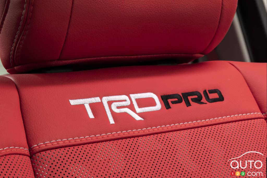 Toyota Tundra 2022, siège avec écusson TRD Pro