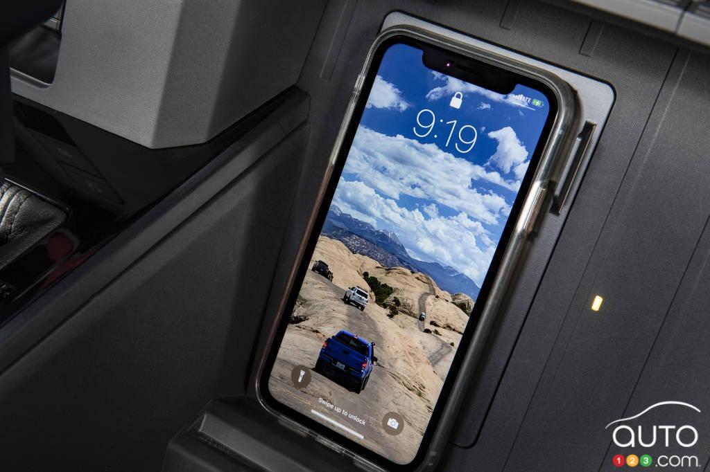 Toyota Tundra 2022, pavé pour la recharge sans fil