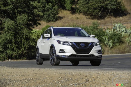 2020 Nissan Qashqai, on the road