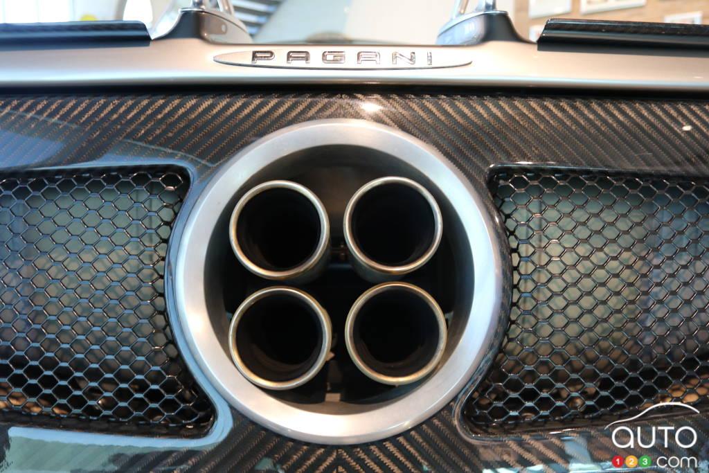 Les quatre sorties d'échappement centrales, typiques du design de Pagani.