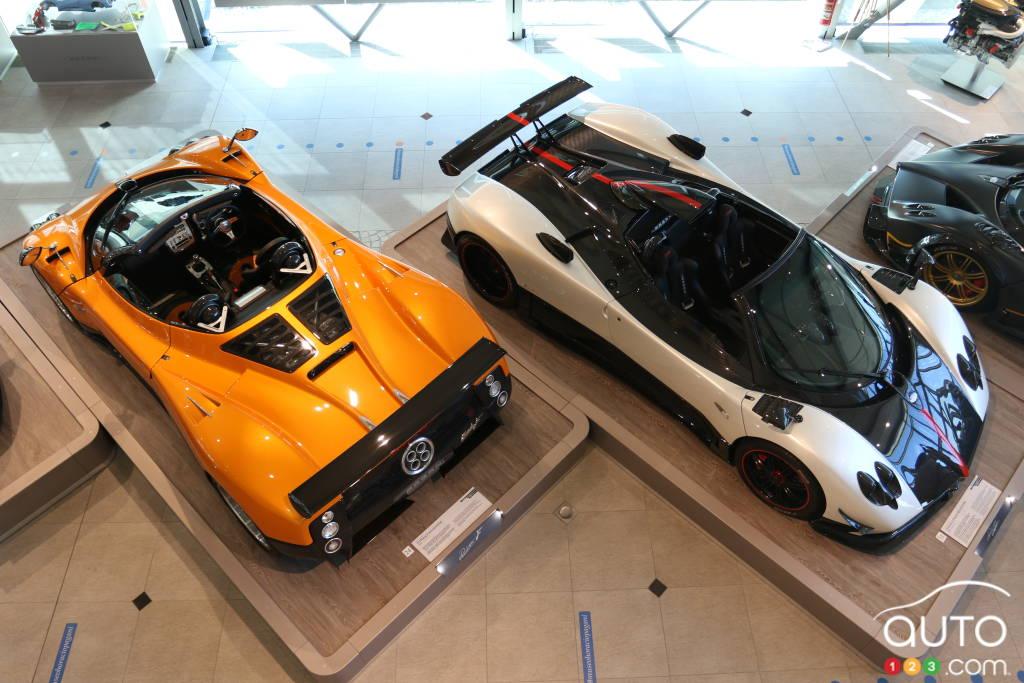 Les Pagani Zonda F Roadster (2006) et Zonda Cinque Roadster (2008).