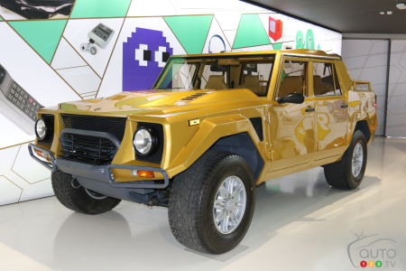 The monstrous Lamborghini LM002 (1986).