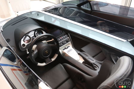 The interior of the Lamborghini Concept S (2005).