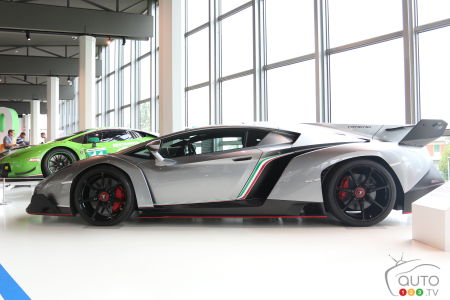 The Lamborghini Veneno (2013).