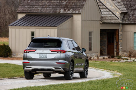 2022 Mitsubishi Outlander, rear