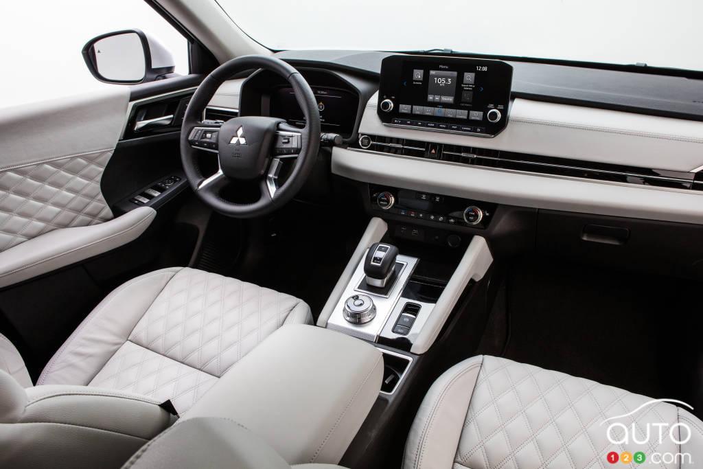 Mitsubishi Outlander 2022, intérieur