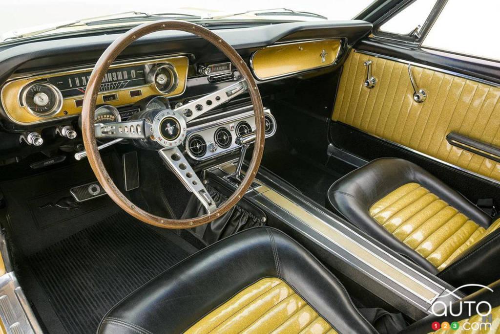 La Ford Mustang 1965 or, intérieur